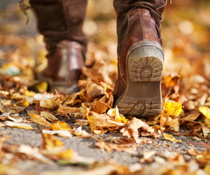 fall-boots-and-leaves